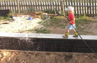 Нужно ли поливать бетон водой после заливки